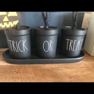 Rae Dunn Trick or Treat Pots